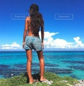 女性,1人,海,夏,ロングヘア,スタイル抜群,スレンダー,かっこいい