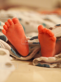 子ども,足元,足,裸足,赤ちゃん