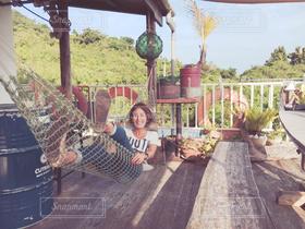 女性,1人,インテリア,沖縄,ハンモック,旅行,笑顔