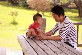 自然,風景,公園,夏,ファミリー,親子,赤ちゃん,baby,イクメン,育メン,休日の親子