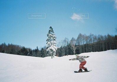男性,1人,ファッション,アウトドア,冬,スポーツ,雪,スノーボード