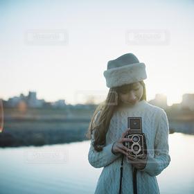 女性,1人,カメラ,カメラ女子,帽子,ぼかし,人物