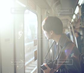 男性,電車,車内,男,男子,横顔,遠出,お出かけ,カメラ男子