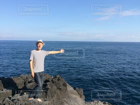 男性,1人,40代以上,自然,風景,アウトドア,海,空,ボーダー,帽子