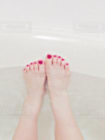 1人,自撮り,赤,足元,足,お風呂,ペディキュア