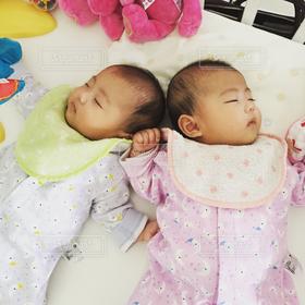 子ども,2人,寝顔,赤ちゃん,双子,姉妹,一卵性双生児