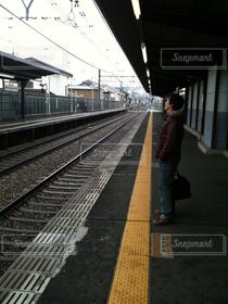 メンズ,駅,男,旅,ホーム,旅立ち,出発,上京