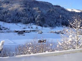 自然,風景,空,冬,雪,白,きれい,綺麗,晴れ,青空,青,車,道路,車内,冬景色,季節,雪景色,田舎,山,景色,山道,家,白い,道,日本,寒い,快晴,ドライブ,青い,ウィンター,ホワイト,雪道,田舎道,ゆき,交通,冬季,通行