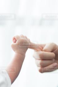 子ども,親子,手,赤ちゃん,新生児,ベビー,ママ,お母さん,握手