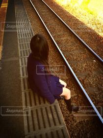 女性,友だち,1人,10代,自然,風景,ロングヘア,電車,線路,青春,思い出,制服,女子高生,過去