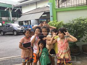 子ども,友だち,5人以上,子どものいる風景,女の子,タイ,東南アジア,バンコク,スラム,タイ王国,クロントイ,スラム街,ASEAN,ボランティア