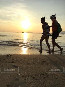 女性,2人,10代,海,海外,夕暮れ,東南アジア,ビーチリゾート♡,海外旅行,タイ王国,ASEAN,リペ島