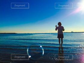 女性,1人,海,空,太陽,光,シャボン玉,ngshn99