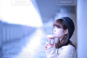 女性,1人,学生,10代,20代,飲み物,風景,秋,冬,COFFEE,スターバックス,ポートレート,スタバ